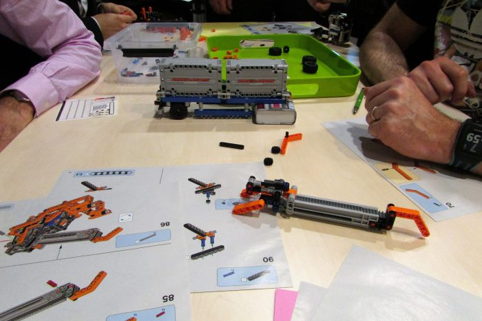 equipe construit camion lego teambuilding